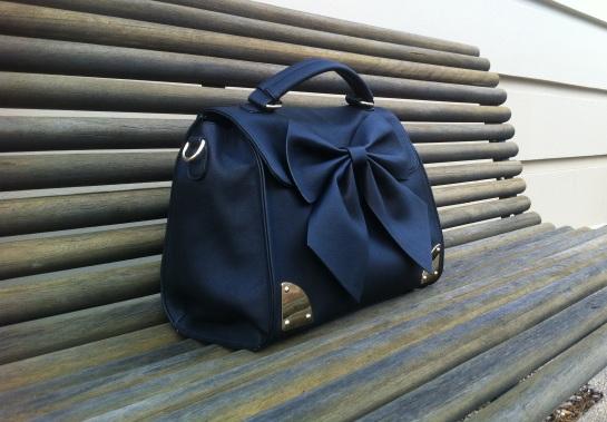 the black bow bag
